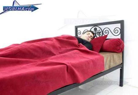 شخص خوابیده بر روی تخت خواب فرفورژه کد 144