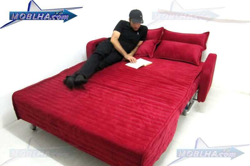 شخصی در جال مطالعه بر روی مبل تختخوابشو مدل سارا