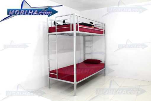 شخصی در حال خواب بر روی طبقه دوم تخت خواب دو طبقه کد 102