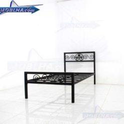 تصویر بدون تشک و کفی های چوبی از تخت خواب فرفورژه یک نفره مدل 144