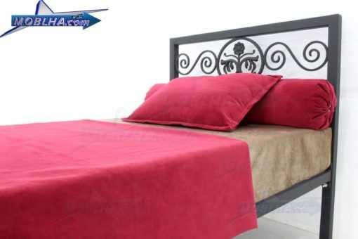 نمای نزدیک از تاج تخت خواب فرفورژه مدل 144