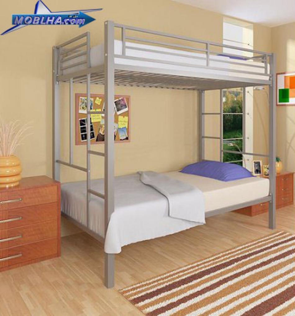 تخت خواب فلزی دو طبقه دارای دو عدد نردبان چسبیده به ستون کار